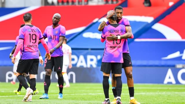 Neymar avec Presnel Kimpembe, le 1er mai 2021