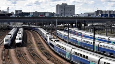 """Pour les TGV, """"le trafic sera quasi normal au départ et à destination de Paris sur tous les axes"""", précise la direction de la SNCF à propos de ses prévisions pour le mardi 14 janvier."""