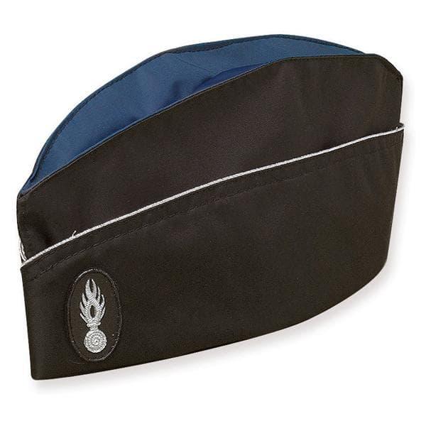 Un bonnet de police, ou calot.
