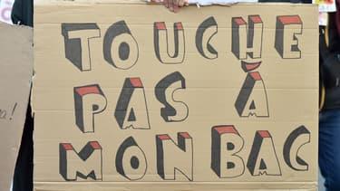 Pancarte d'un lycéen lors d'une manifestation contre la réforme du baccalauréat, le 11 décembre 2018 à Toulouse.