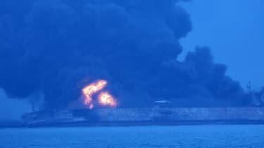Le pétrolier a entièrement pris feu après la collision
