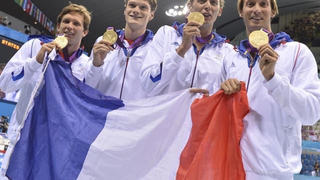 Clément Lefert à gauche lors du sacre olympique du relais 4x100m