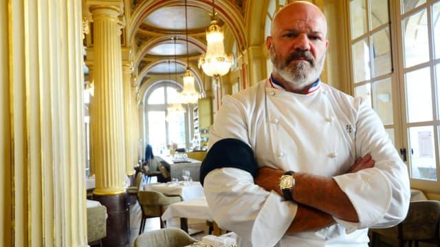 """Philippe Etchebest dans son restaurant """"Le Quatrième Mur"""" à Bordeaux le 30 septembre 2020"""