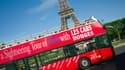 Un bus touristique à Paris. -Image d'illustration