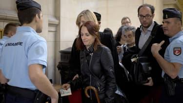 L'ex-militante des Femen, Eloïse Bouton, va être fixée sur son sort ce mercredi par le tribunal correctionnel de Paris.