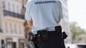 Détail d'un uniforme de la gendarmerie. (Illustration)