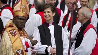 Libby Lane avait été ordonnée prêtre en 1994, le même jour que son mari George, devenant l'une des premières femmes du pays à occuper cette fonction.