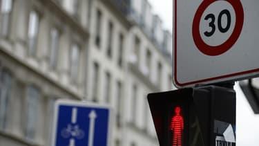 Anne Hidalgo veut limiter la vitesse maximale dans Paris à 30km/h.