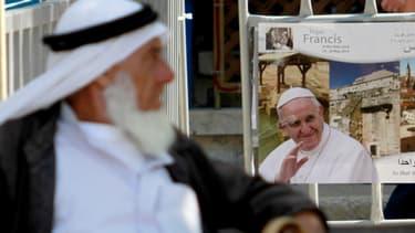 Une affiche annonçant l'arrivée du pape François, dans les rues de Bethléem, le 23 mail.