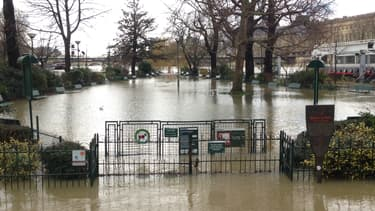 La Seine déborde dans Paris.