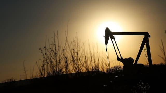 Les pays membres de l'OPEP peinent à réduire leur production de pétrole.