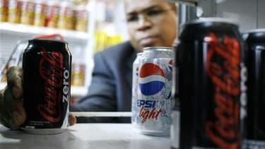 Les députés français ont voté vendredi l'instauration d'une taxe sur les boissons contenant des sucres ajoutés et des édulcorants de synthèse pour apporter à l'Etat 280 millions d'euros de recettes supplémentaires en 2012. /Photo d'archives/REUTERS/Alejan