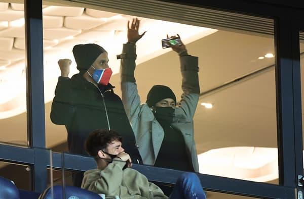 Neymar dans les tribunes du au Parc lors de PSG-Nîmes