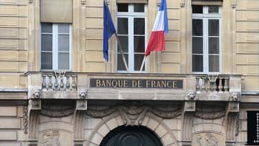 Après deux mandats de six ans à la tête de la Banque de France, M. Noyer aura 65 ans en octobre 2015, la limite d'âge pour occuper cette fonction.