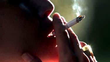 Le député socialiste Jean-Marie Le Guen va déposer un amendement visant à taxer les bénéfices des industriels du tabac dans le cadre du projet de loi de finances rectificative. /Photo d'archives/REUTERS/Eliseo Fernandez