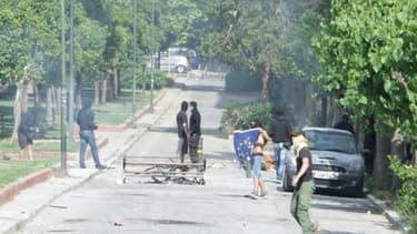 Des violences ont éclaté entre les forces de police et des étudiants anarchistes, samedi à Athènes, en Grèce.