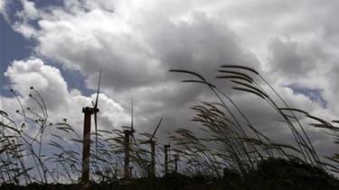 """Les trois députés Verts voteront mardi contre le projet de loi Grenelle II, un texte qui contient selon eux """"des dizaines de reculs"""" en matière de défense de l'environnement, qu'il s'agisse notamment des contraintes imposées au secteur éolien, de l'abando"""