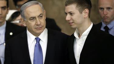 Le Premier ministre israélien Benjamin Netanyahu et son fils Yair, le 18 mars 2015.