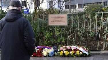 Une nouvelle plaque en hommage à Ahmed Merabet doit être installée mercredi.