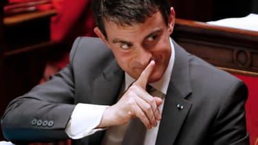 Manuel Valls, le Premier ministre communique par gestes, à l'Assemblée nationale, le 17 décembre 2014. Il doit se rendre jeudi et vendredi en Bretagne, notamment pour soutenir le projet contesté d'aéroport de Notre-Dame-Des-Landes.