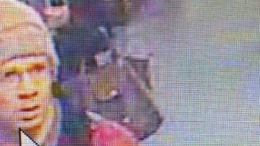 Une nouvelle photo du suspect est diffusée mardi matin. Elle est issue des images de vidéosurveillance.