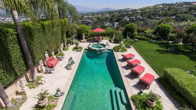 Le chanteur Tom Jones a mis en vente sa villa de Beverly Hills, en Californie.