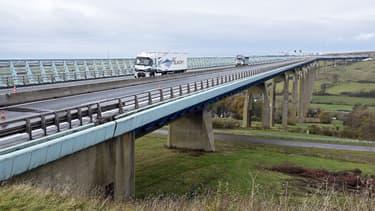 Le viaduc d'Echinghen est long de 1301 mètres et permet de relier Boulogne-sur-Mer à la région parisienne.