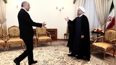 Le ministre français des Affaires étrangères Laurent Fabius est accueilli par le président iranien Hassan Rouhani à Téhéran, mercredi 29 juillet 2015.