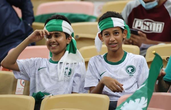 Des supporters saoudiens lors d'un match qualificatif pour le Mondial 2022