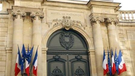Une circulaire envoyée par le Premier ministre François Fillon établit de nouvelles règles pour réduire la taille des cabinets ministériels. /Photo d'archives/REUTERS/Charles Platiau