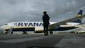 """Ryanair a été mise en examen en France comme personne morale pour """"travail dissimulé et prêt illicite de main-d'oeuvre"""". La compagnie aérienne à bas coût est soupçonnée d'avoir embauché 120 personnes sous contrat irlandais alors qu'elles travaillent à l'a"""