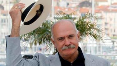 """Le cinéaste russe Nikita Mikhalkov, réalisateur du film à grand spectacle """"L'Exode - Soleil trompeur 2"""" présenté samedi au festival de Cannes, s'est employé à minimiser la portée d'une pétition lancée contre lui dans le monde du cinéma russe. /Photo prise"""
