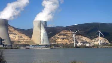 En prévision des débats sur la transition énergétique, les Ecologistes de l'Assemblée ont réclamé et obtenu la création d'une commission d'enquête sur les coûts du nucléaire. Ici, la centrale du Tricastin.
