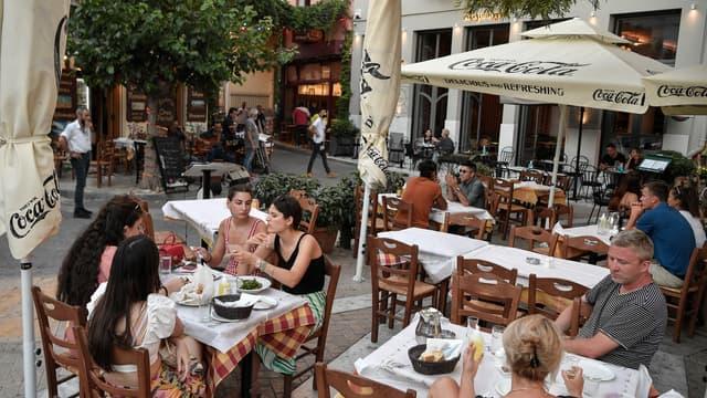 Terrasses de restaurants à Athènes le 7 juillet 2021