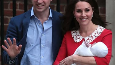 William, Kate et le prince Louis à la sortie de la maternité, le 23 avril 2018
