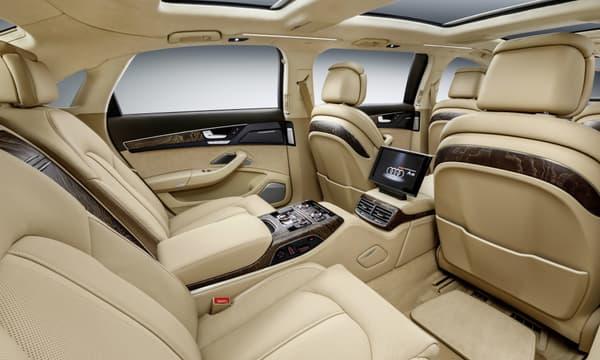 A la manière d'une Audi classique, tous les sièges de cette limousine A8 L Extended sont placés dans le sens de la conduite.