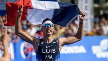 Vincent Luis franchit la ligne d'arrivée aux Championnats du monde de triathlon, à Lausanne, le 31 août 2019