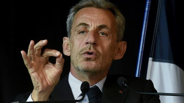 Nicolas Sarkozy lors d'une cérémonie de remise de la Légion d'honneur à la maire Natacha Bouchart, à Calais, le 22 septembre 2021