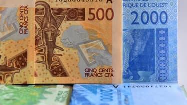 Des billets de franc CFA.