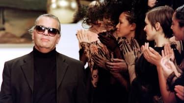 Karl Lagerfeld à l'issue d'un défilé Chanel, le 15 janvier 1994
