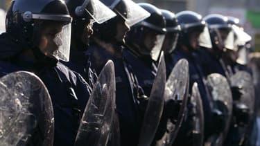Les opposants au mariage homosexuel, soutenus par une partie de l'UMP, s'apprêtent à défiler ce dimanche après-midi à Paris sous tension, le gouvernement mettant en garde contre les risques de débordement. Environ 4.500 policiers et gendarmes seront mobil