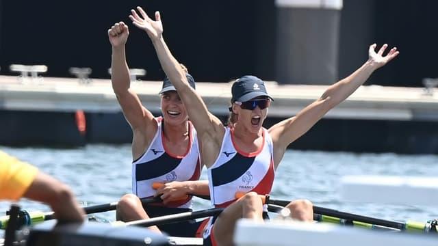 Laura Tarantola et Claire Bové décrochent l'argent de l'aviron en deux de couple poids léger aux Jeux de Tokyo, le 29 juillet 2021