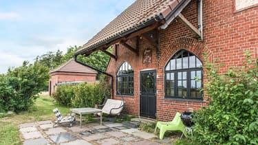 Une ancienne gare suédoise transformée en villa de charme est à vendre pour moins de 300.000 euros.