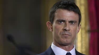 """Manuel Valls évoque sa """"colère"""" et la """"honte des militants du PS"""" après la publication du livre de François Hollande."""