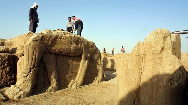 Le groupe de l'Etat islamique a commencé à détruire les ruines assyriennes de Nimroud (photographiées ici en juillet 2001), dans le nord de l'Irak,à l'aide de bulldozers.