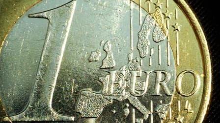 Le déficit budgétaire de la France devrait être ramené à 2% si le pays veut renouer avec l'équilibre en 2016, objectif affiché du gouvernement, a déclaré mercredi le ministre du Budget François Baroin. /Photo d'archives/REUTERS/Peter Macdiarmid