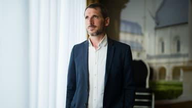 Matthieu Orphelin a annulé sa venue à un colloque ayant invité 2 femmes sur 15 participants.
