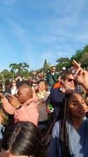 Une foule fait la fête au parc des Buttes-Chaumont à Paris - Témoins BFMTV