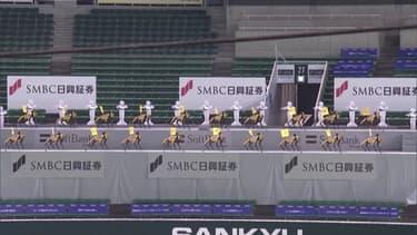 Faute de public à cause du coronavirus, des robots encouragent leur équipe de baseball au Japon