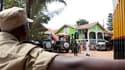 Deux bombes ont explosé dans un restaurant (photo) et un club de sport qui retransmettaient la finale de la Coupe du monde de football, à Kampala, en Ouganda, faisant 74 morts. /Photo prise le 12 juillet 2010/REUTERS/Benedicte Desrus